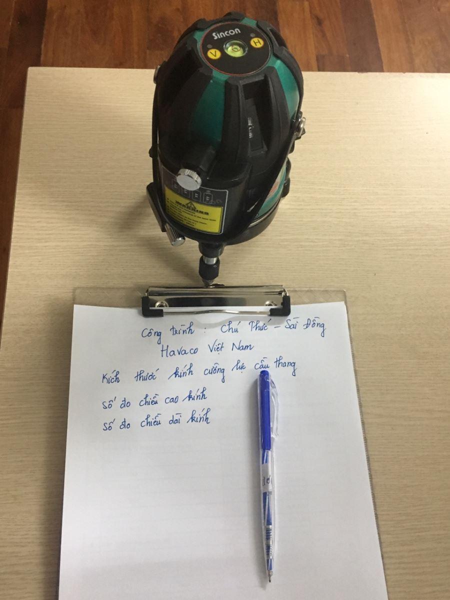 Dụng cụ chuẩn bị đo cầu thang kính