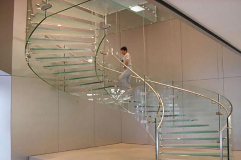 Lan can kính cường lực cầu thang