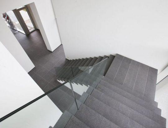 Cầu thang 1 chiếu nghỉ