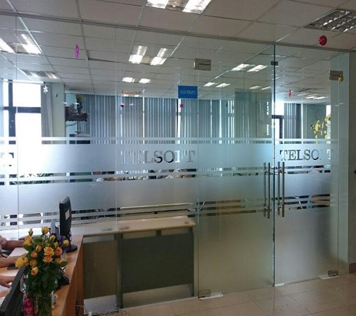 Cửa kính cường lực văn phòng