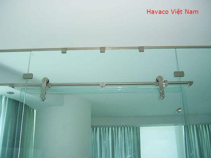 Cửa kính cường lực lùa treo sử dụng D25