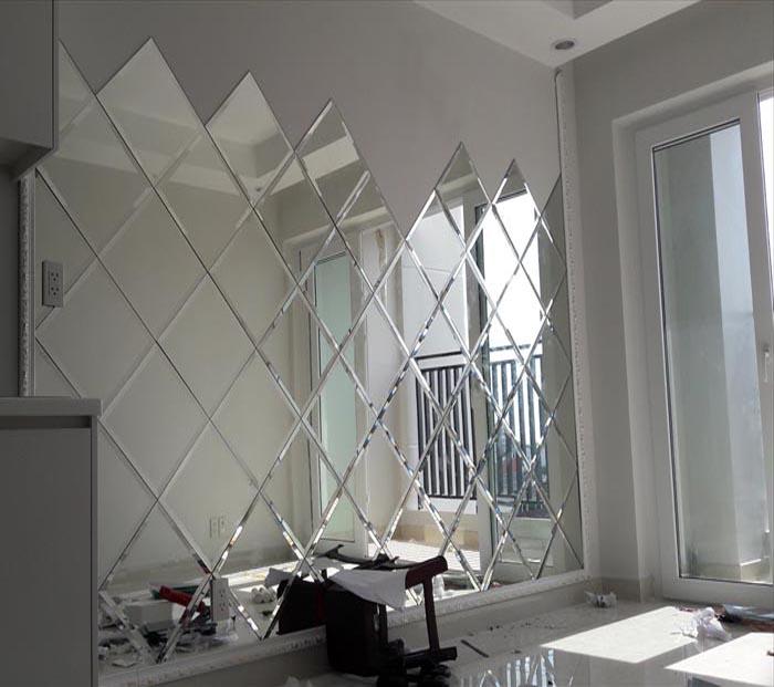 Gương ốp tường trang trí phòng khách