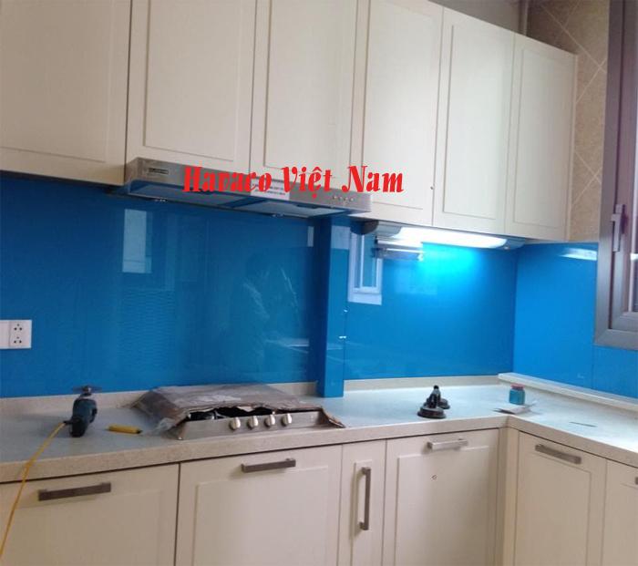 Kínhp bếp màu xanh dương