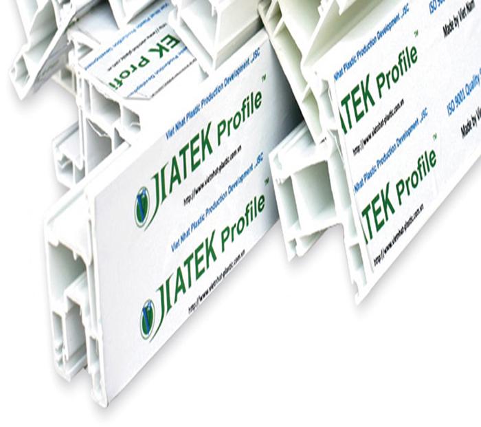 Các khoang thanh nhựa được chia to nhỏ các khác nhau giúp tăng cứng cho cửa
