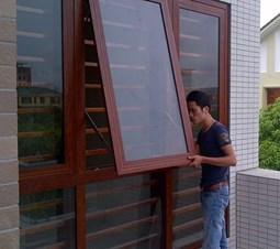 Giá cửa sổ mở hất ra ngoài nhôm Xingfa